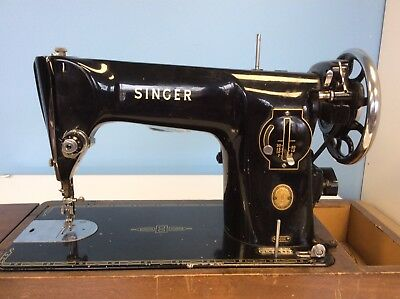VINTAGE SINGER SEWING MACHINE No.201K with CARRYING CASE.  NEEDS SERVICING.