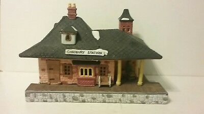 Department 56 Dickens Village Series Train and Lighted Station 1986.