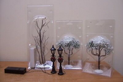 (Ad 3) 3 Lemax Trees Lighted 2 Working Lamp Post Christmas Village
