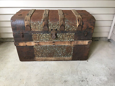Antique Victorian Top Wood Metal Steamer Trunk Treasure Chest w Tray