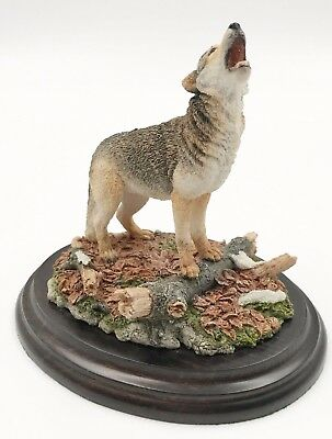 """Howling Wolf in Autumn Figurine Statue by Country Artists England 5"""" H x 5.5"""" L"""