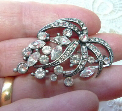 Jewellery  -  Pretty & Sparkling Glass Rhinestone Floral Style Brooch 171
