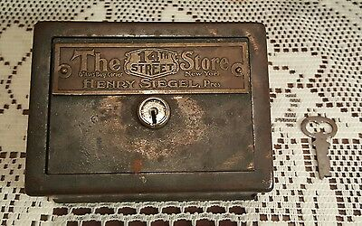 HENRY SIEGEL, PRES. 14th St. #64086 COIN BOX BANK WITH KEY LOCK