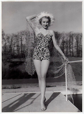 Mode WOMAN in SWIMSUIT / FRAU im BADEANZUG Fashion * Vintage 50s SEUFERT Photo