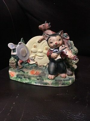 """Lefton Nursery Rhyme """"Hey Diddle Diddle The Cat and the Fiddle"""" figurine #1257"""