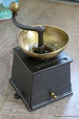 Alte antike Gusseiserne Kaffeemühle, coffee grinder, mill moulin a cafe