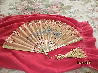 Antique Ladies Fan Mother Of Pearl And Lace
