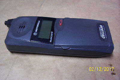 MOTOROLA MICROTAC 650 Flip Phone Cell w/charge cord SLN9739A for parts or repair