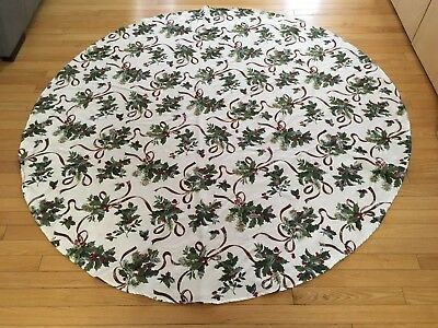 "Christmas Tablecloth - Mistletoe Print - 67"" Diameter - Round"