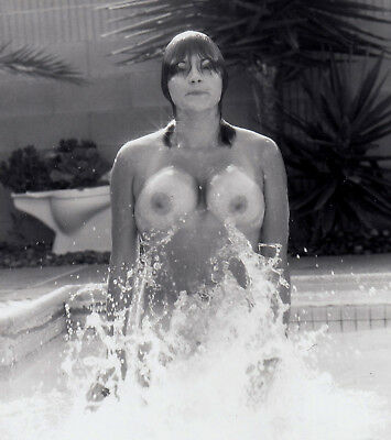 Nudism BUSTY NUDE SPLASHING / NACKT PLANSCHEN IM POOL FKK * Vintage 60s US Photo