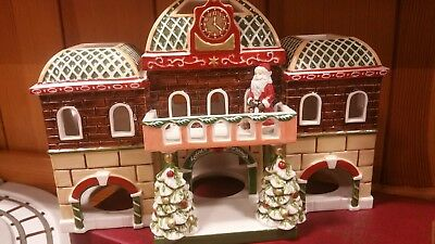 Villeroy and Boch christmas train village set.. tealight stable lamp posts boxed
