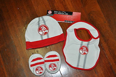 HOLDEN BABY HAT, BIB AND BOOTIE SET (size 0-1)