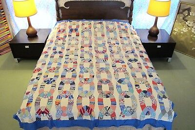 "Outstanding GRAPHIC Vintage Feed Sack Hand Sewn CHAIN LINK Quilt TOP; 83"" x 68"""