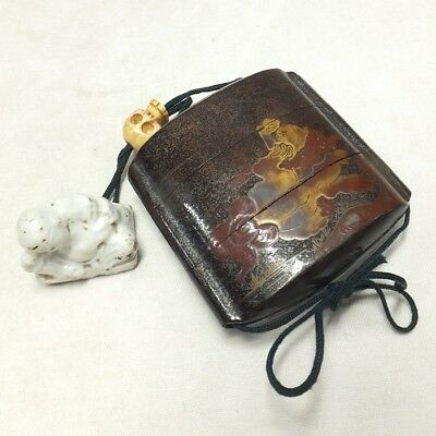 D497: Real old Japanese lacquer ware SAMURAI pillbox INRO w/MAKIE and NETSUKE