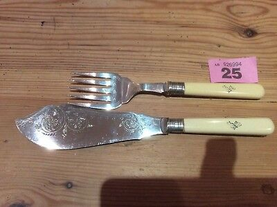 Vintage Fish Servers Epns With Silver And Bone Handles.