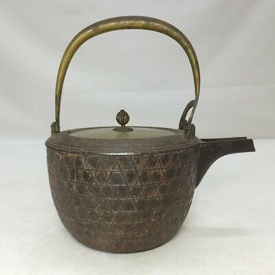 D814: Real old Japanese iron kettle for SAKE called CHOSHI with fine mesh relief