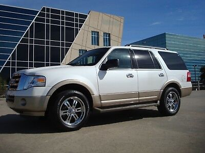 2013 Ford Expedition XLT Sport Utility 4-Door 2013 FORD EXPEDITION XLT Loaded SUNROOF / GPS  8 passengers  5.4L V8 NO RESERVE