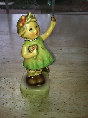 Goebel Hummel figurine Forever Yours #793 pre owned with certificate