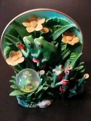 """Endangered Species Plate Collection """"Tree Frogs"""" Plate & Water Globe 71012-B"""
