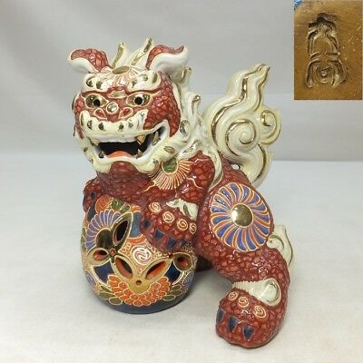D874: Japanese KUTANI porcelain traditional foo dog statue with good painting