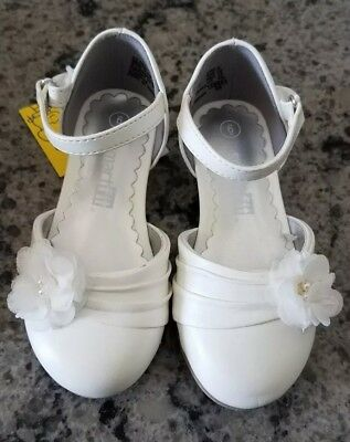 Toddler girls white dress shoes size 6 New with tag / box