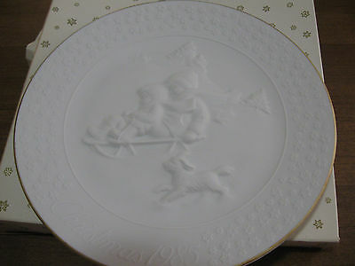 "Avon 1985 Christmas, ""A Child's Christmas"" Porcelain  Collector's Plate 8"""
