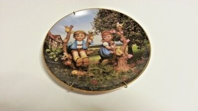 """MJ Hummel Plate THE LITTLE COMPANIONS """"Apple Tree Boy and Girl"""" w/plate hanger"""