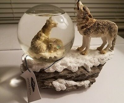Westland giftware Snow Globe wolf Snowglobe MINT CONDITION