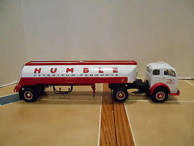 First Gear Humble Oil 1953 White-3000 Super Power tanker,1:34 scale,MIB #19-1935