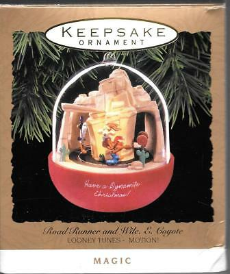 Hallmark Keepsake Ornament Christmas Looney Tunes Road Runner and Wile E Coyote