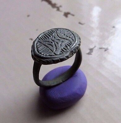 NICE ANCIENT ROMAN BRONZE RING.- Wearable.