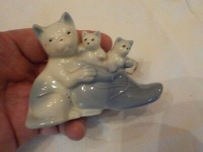 Blue And White Porcelain Shoe With 3 Cats Made In Japan