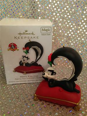 2012 Hallmark Ornament Merry Kiss-Mas - Pepe Le Pew - Looney Tunes - New Sound