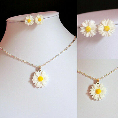 White Daisy PENDANT Necklace Set earrings silver plated 10mm studs floral spring