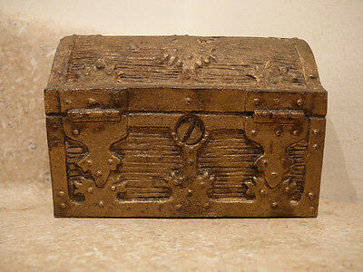 S25 Vintage Cast Iron Treasure Chest Still Piggy Penny Bank