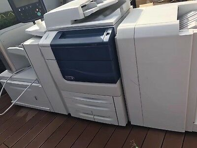 Xerox Color 550 Copy/Scan/Print with Fiery, Finisher, Large Tray, 2400x2400dpi