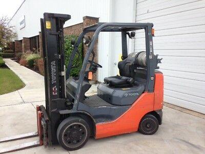2013 Toyota 8FGCU25. 5000 Lb Capacity LP Gas FORKLIFT. 189 inch Lift. 3 Stage