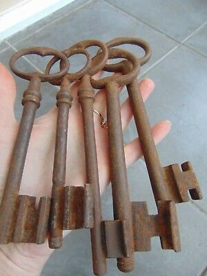 LOT 5 LARGE ANTIQUE FRENCH 18th CENTURY WROUGHT IRON KEYS CASTLE CHURCH GAOL