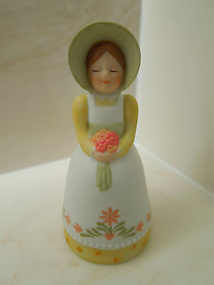 AVON - Vintage 1985 COUNTRY WOMAN GIRL with BOUQUET PORCELAIN BELL - EUC