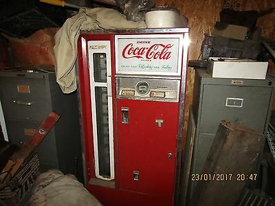 Late 50s/Early 60s 10 cent Coke Machine, very original