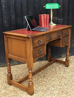 Good Quality Oak Kneehole Writing Desk With Inset Leather Top