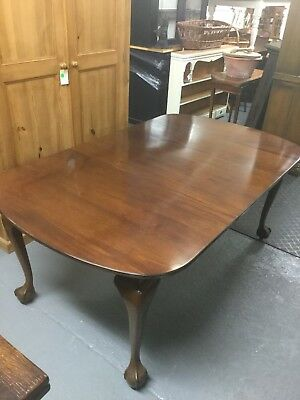 Antique Mahogany Extending Dining Table On Claw And Ball Feet