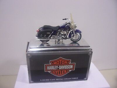 Maisto 1/18 scale, 2000 FLHRC Road King Classic Harley Davidson Motorcycle
