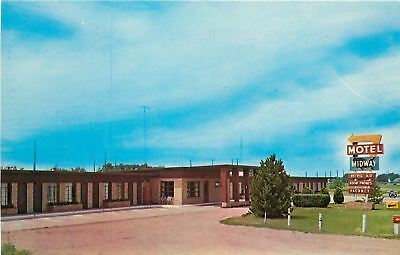 Kingsley Kansas~Empty ParkingLot of Midway Motel~1960s Postcard