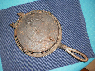 Antique Vtg # 7 Cast Iron Low Base Waffle Ornate Design ? Warnick & Leibrandt ?