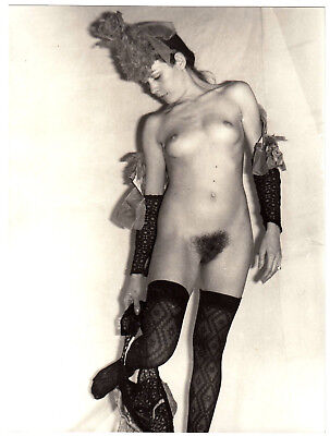 NUDE WOMAN PRESENTING FREAKY FASHION ! SCHRÄGE NACKTE MODE * Large 60s Photo #10
