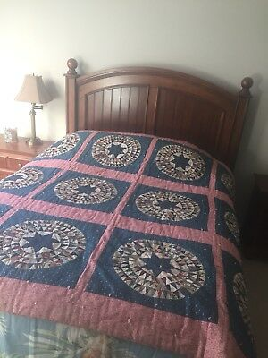 Beautiful Quality Hand Made antique quilt, late 19th Century/Early 20th Century