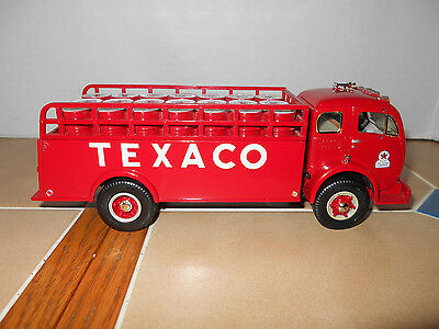 TEXACO diecast1953 white-3000 stake truck & drums,1:34 scale,MIB,stock # 18-2238
