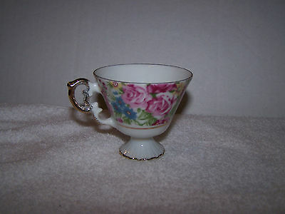 Vintage Victorian Style 124 Floral Design Cup