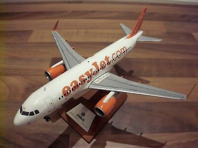 Easyjet A320 Metall Custom Made Modell 1:200